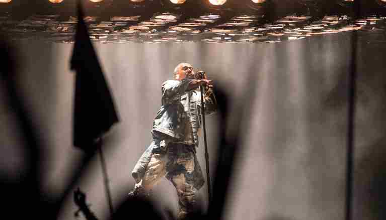 Video Kanye West a Glastonbury 2015 canta i Queen