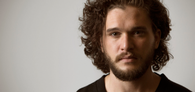 "Kit Harington da Game of Thrones al teatro inglese: ""Accuse"