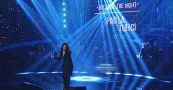 Paola Turci a Celebration con l'amore per Patti Smith in Because The Night e Losing My Religion dei REM (video)