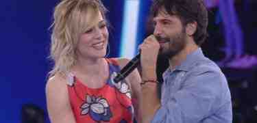 Laura Chiatti canta per Marco Bocci commosso ad Amici, video