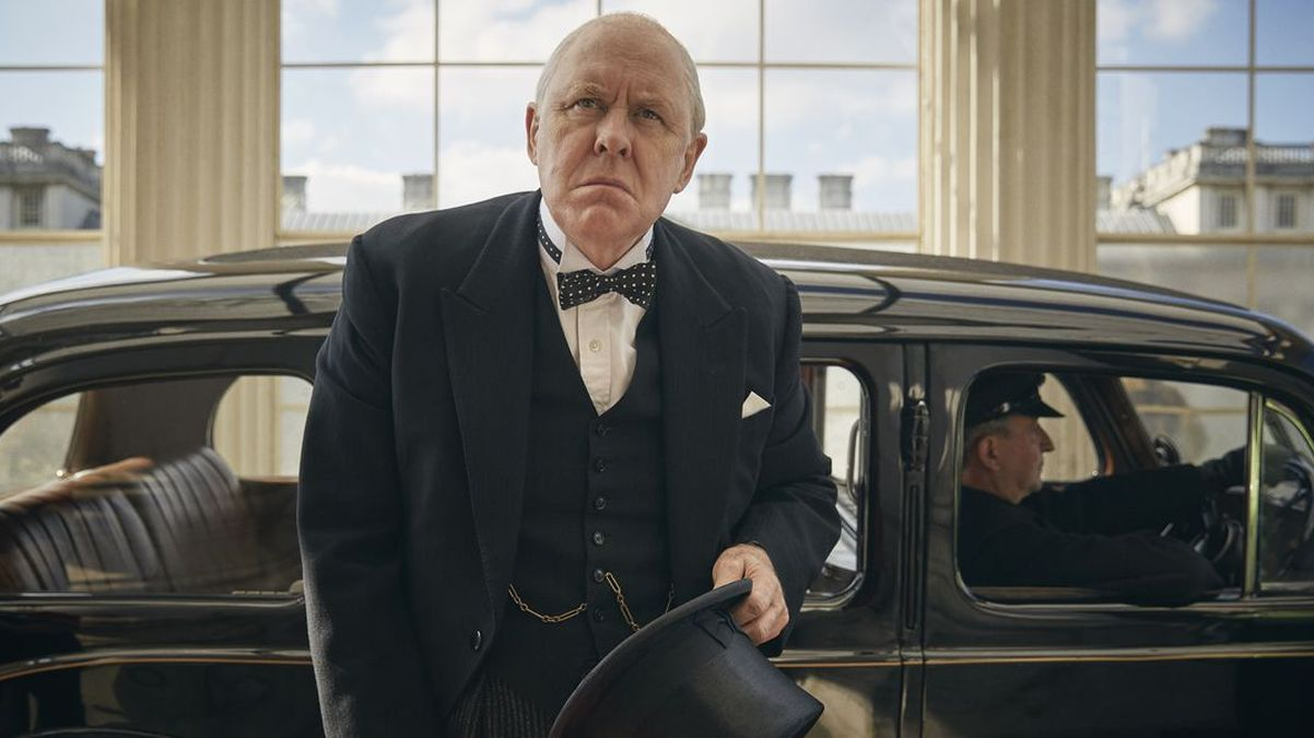 Il cameo di Winston Churchill in The Crown 3 spiegato dal cr
