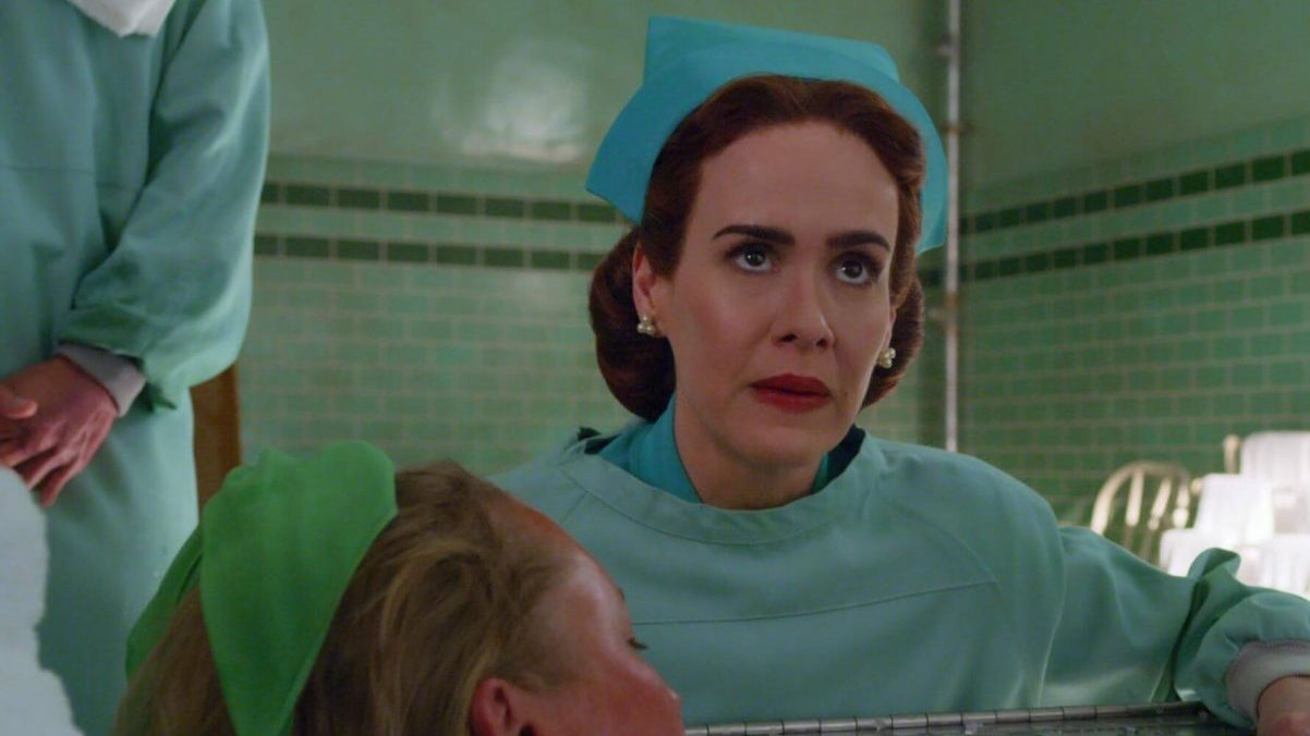 Sarah Paulson in Ratched su Netflix